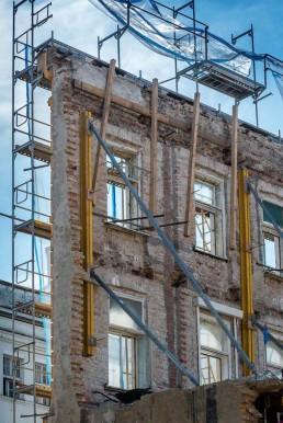 Statické zabezpečenie uličnej fasády